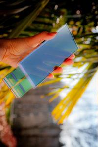 ce-capteur-organique-transforme-la-surface-de-l-ecran-d-un-smartphone-en-lecteur-d-empreintes-digitales-a-haute-resolution.